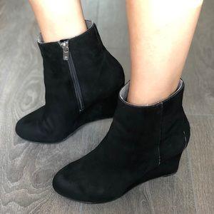 Rockport suede hidden wedge ankle boots / booties